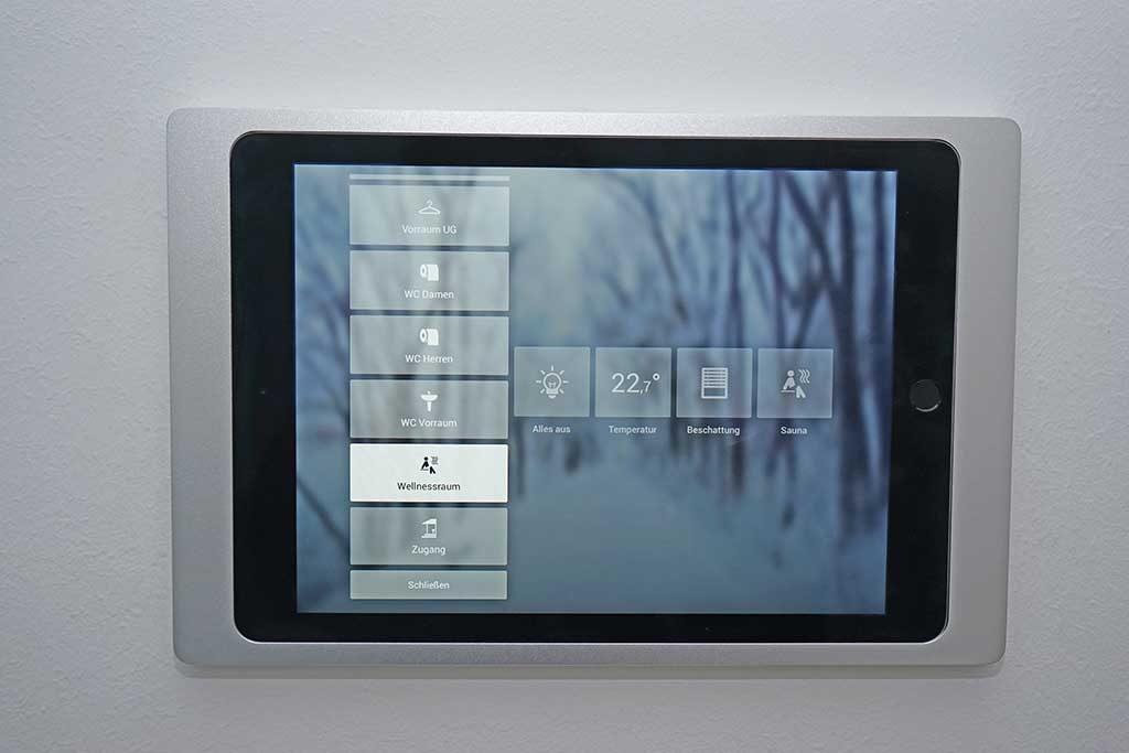 Loxone: iPad mit Wandhalterung