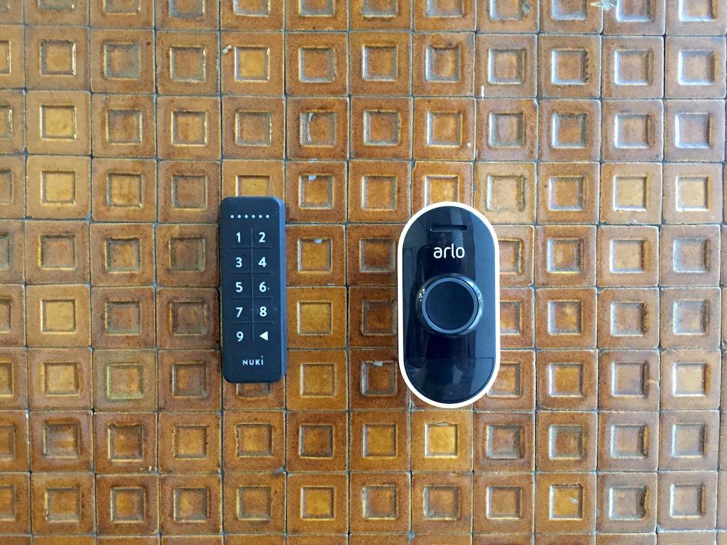 Nuki Keypad und Arlo Audio Doorbell